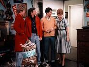 Happy Days episode 2x14 - The guys hide the burglar from Marion