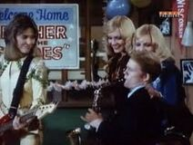 Happy Days 5x17 - Marion's Misgivings - Richie jams with Leather & The Suedes