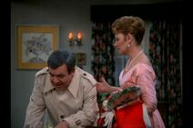 Happy Days 5x20 - Be My Valentine - Howard and Marion