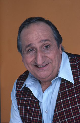 File:Al Molinaro in 1981.png