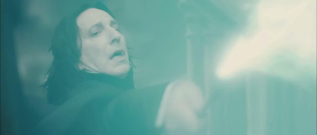 Datei:Severus Snape casting the Killing Curse on Albus Dumbledore.jpg