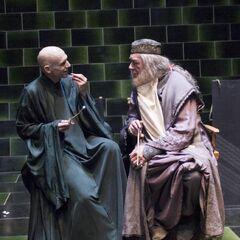 Гэмбон и Файнс на съёмках Сражения в Министерстве