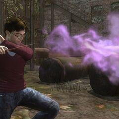 Гарри Поттер применяет Конфринго в игре «Гарри Поттер и Дары Смерти»