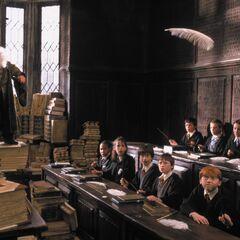 Профессор Флитвик обучает первокурсников заклинанию