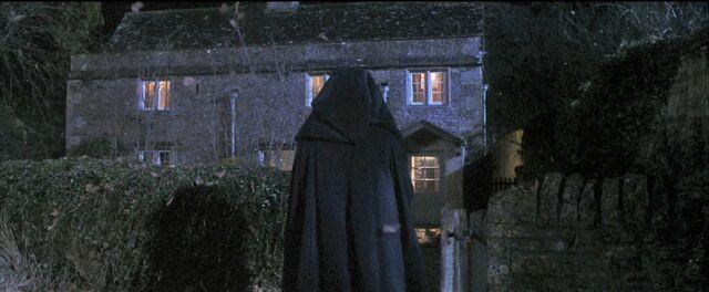 File:Harry-potter1-voldemort cottage.jpg