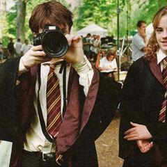 Дэниел и Эмма на съёмках