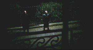 Śmierciożercy przed domem Grimmauld Place