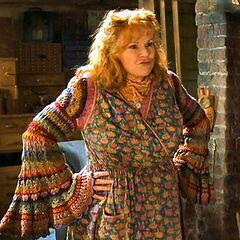 Свитер ручной вязки на Молли Уизли