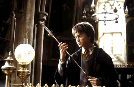 Harryinspectsthesword