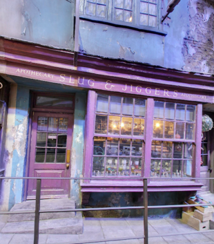 Diagon-Alley-Slug-and-Jiggers-Apothecary