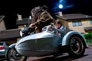 Хагрид и Гарри на мотоцикле