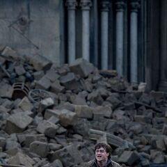 Гарри во время Битвы за Хогвартс