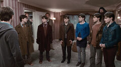 Harry-Potter-and-the-Deathly-Hallows-Part-1 (Семь Поттеров)