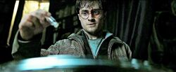 Harry Potter DH using Dumbledore's Pensieve