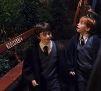 Кадр из «Гарри Поттер и Философкий камень», что-ли в Хогсмите
