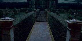Gate Malfoy Manor