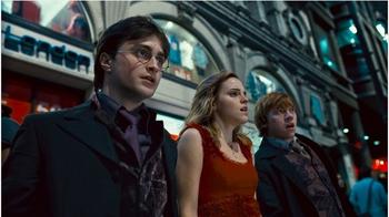 Harry,Hermine og Ronny i Tottenham courtroad