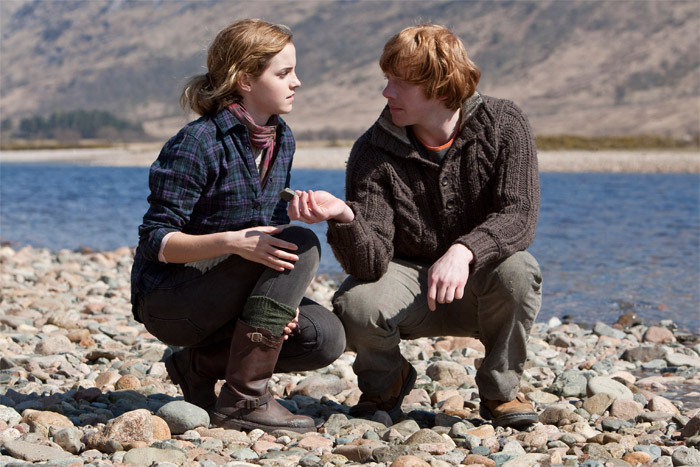 DH1 Ron and Hermione picking up stones
