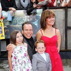 Уорвик с семьей на премьере