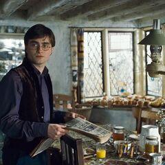 Гарри на кухне «Норы» видит Джинни