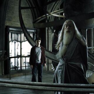 Дамблдор и Гарри на астрономической башне