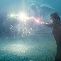 магическая дуэль между Гарри Поттером и Волан-де-Мортом