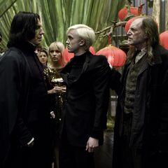 Драко пришёл на вечеринку без приглашения