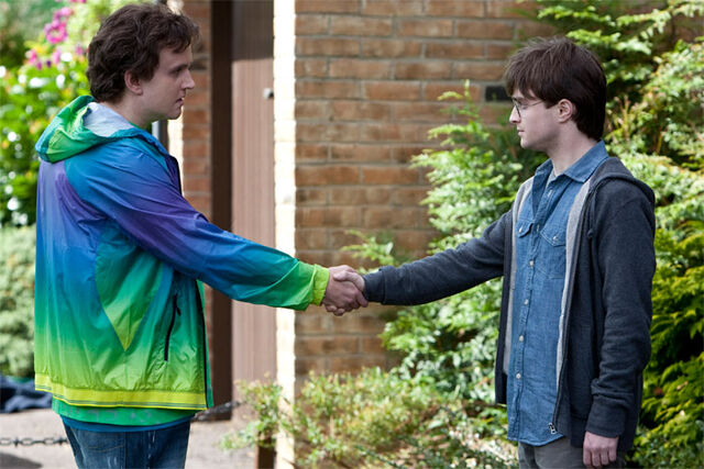 File:DH1 Dudley Dursley shakehand with Harry Potter.jpg
