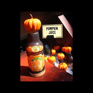 Бутылочка тыквенного сока, продающегося в «Волшебном мире Гарри Поттера»