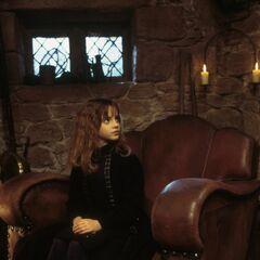 Гермиона в кресле великана
