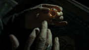 Дамблдор надевает кольцо