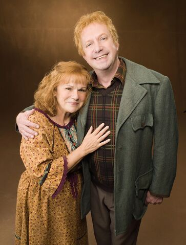 File:Molly and Arthur Weasley (Promo stills from Order of the Phoenix movie).jpg