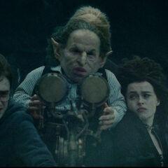 Трио едет в хранилище Беллатрисы Лестрейндж