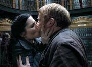 Mary kiss the fake Reginald Cattermole