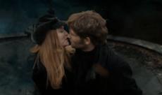Jakob kysser kona Lilly
