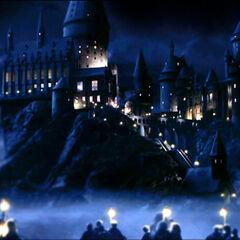 Вид на ночной Хогвартс