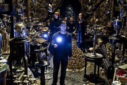 Bestand:Harry Potter Bella Vault HP7 Pt2.jpg