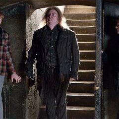Питер Петтигрю входит в подземелье