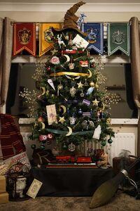 Harry-Potter-Themed-Christmas-Tree-by-Kathryn-Burnett-2-583da2e804d70 700