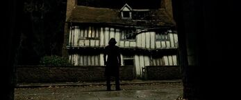 Severs Snape-Godric's Hollow