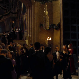 Вестибюль во время Святочного бала