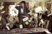 Harry e le lettere nel salone dei Dursley