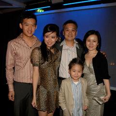 Кэти Льюнг с семьей в Лондоне <a href=