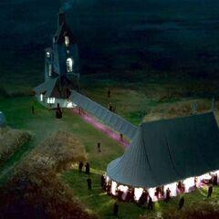 Свадебный шатёр вечером
