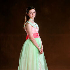 Джинни Уизли в бальном платье
