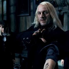 Люциус собирается вызвать Тёмного Лорда