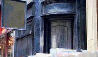 Входная дверь в Дырявый котёл-ГПиФК