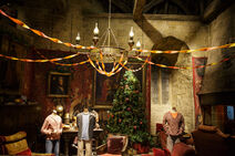 Gryffindor-common-room-dressed-for-Christmas- 3