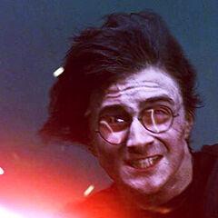 Гарри Поттер использует «Экспеллиармус».
