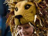 Шляпа в виде львиной головы